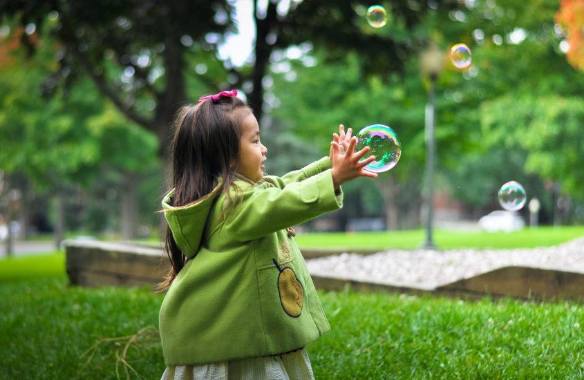 Ce iubesc copiii cel mai mult? Eu cred că cel mai mult își iubesc părinții- Interviu duios cu un specialist MONTESSORI