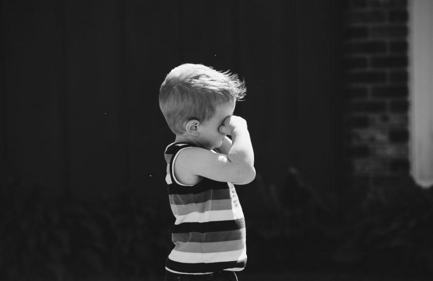 Copil al meu cu ochii plânși