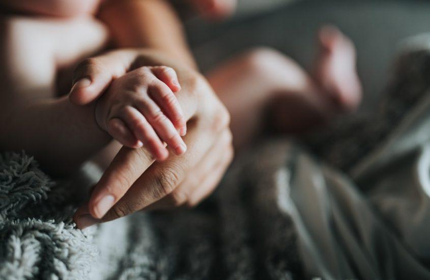 Ziua în care m-ai strâns tare de mână a fost ziua în care nu meritam deloc