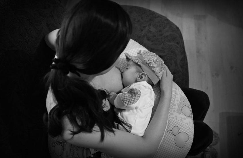 Am crezut că nu voi fi în stare să îi dau lapte de mamă, laptele meu, copilului meu. 12 răspunsuri pe care aș fi vrut să le am atunci (P)