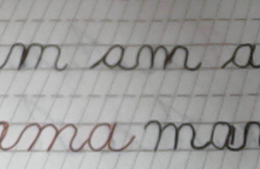 Am scris cu degetul pe spatele tău: mama