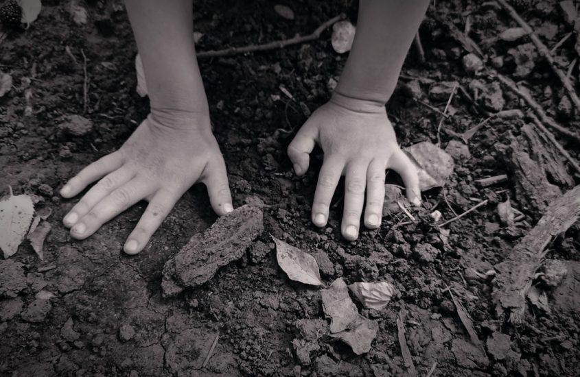Copilul meu cu unghii murdare, ce bine că-mi ești